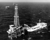 tender_and_offshore_oil_rig_platform_louisiana